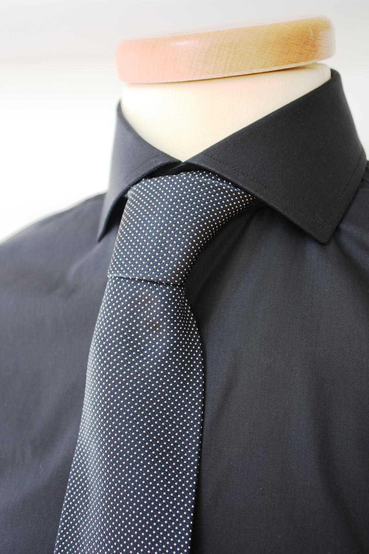 camicia scura elegante