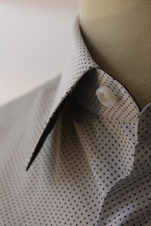 camicia sportiva senza cravatta